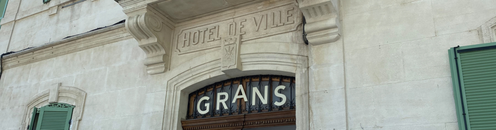 La mairie de Grans